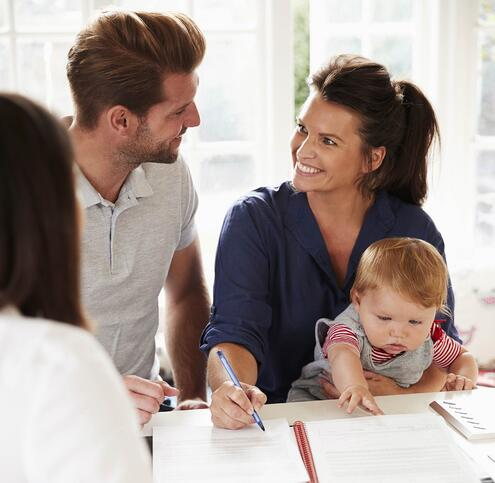 photodune-8jyU3Pn0-family-with-baby-meeting-financial-advisor-at-home-xl-3